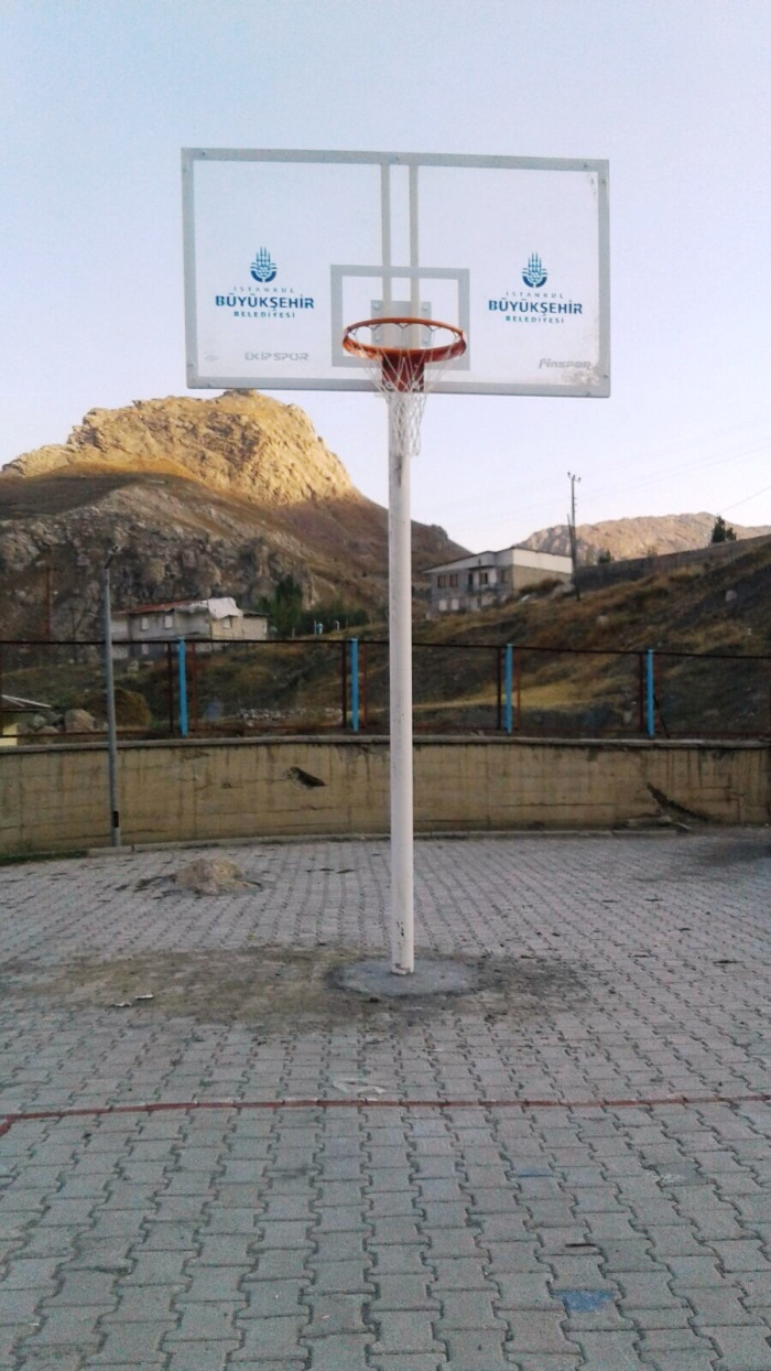 İstanbul Büyük Şehir Belediyesi'nden Hakkarili Okullara Basketbol Potalı Destek