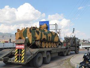 Suriye sınırına 15 araçlık tank sevkiyatı