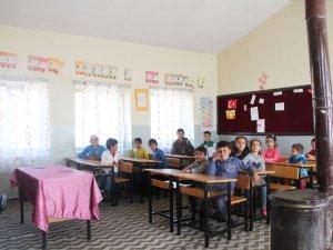 Bu okulda öğretmen olmadığı için eğitim başlamadı