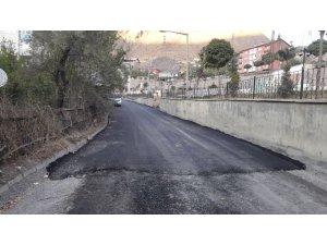 Hakkari'de Asfaltlama Çalışmaları Mahallelerde Devam Ediyor