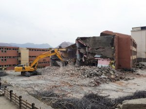 Hakkari'de Eski Okul Binaları Yıkılyor