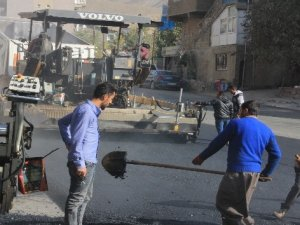 Hakkari'de yol asfaltlama çalışması