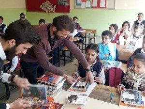 Erzincan'dan Hakkarili öğrencilere kırtasiye desteği