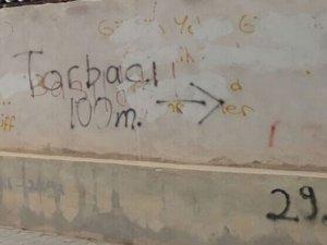 Okul duvarındaki yazı dehşete düşürdü!