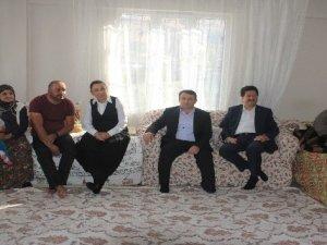AK Partili Öznur Çalık Hakkari'de