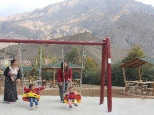Hakkari Medrese mahallesi ilk defa çocuk parkı ile tanıştı
