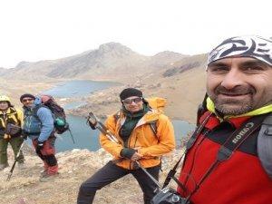 Ünlü dağcı Tunç Fındık ve ekibi Hakkari'de tırmanış yaptı