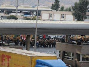 Sınır kapısı Irak'a devredildi, askerler tatbikat alanına döndü