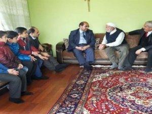 Kur'an kursu öğrencilerinden yaşlılara ziyaret