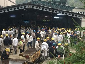 Zonguldak'ta işçiler kendilerini madene kilitledi