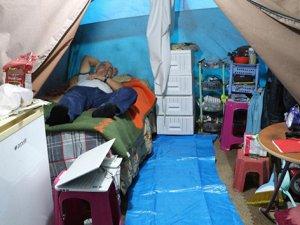 15 yıldır yaz kış çadırda yaşıyor
