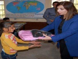 901 köy öğrencisine kışlık giyim yardımı