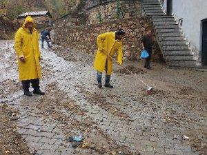 Şemdinli Belediyesinden yol temizliği