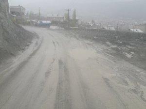 Yağışlarla Beraber Yollar Çamur Deryasına Döndü