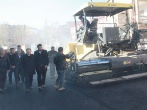 500 haneli mahallede ilk defa asfalt serimi yapıldı