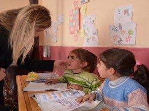 'Gönül Elçileri'nden köy okullarına ziyaret