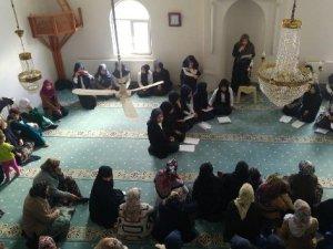 Hakkari Kız AİHL'den mevlit programı