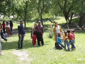 Kırıkdağ Köyü Piknik Yapan Ailelerin Akınına Uğruyor
