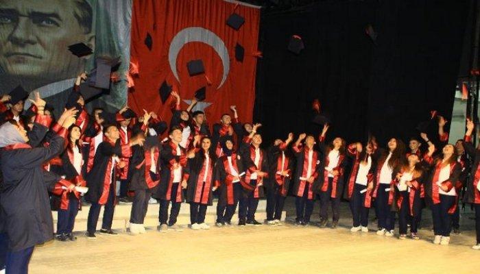 Anadolu Lisesi mezuniyet töreni düzenledi