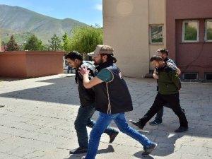 Hakkari'de FETÖ operasyonunda 5 tutuklama