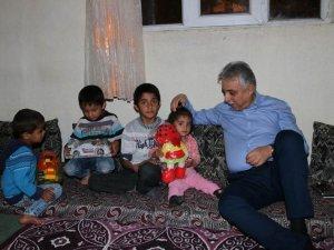 Vali Topraktan 13 nüfuslu Kanat ailesine ziyaret