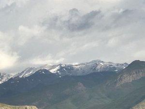 Hakkari'de Haziran ayında kar sürprizi