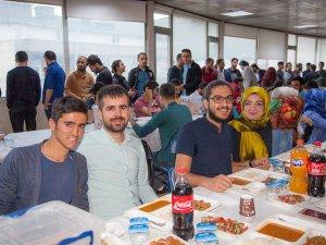 Rektör Pakiş, İftar Yemeğinde Öğrencilerle Bir Araya Geldi