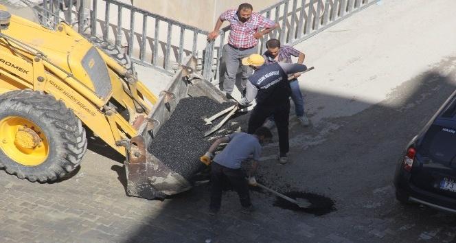 Hakkari'de kasisli yolar asfaltla kapatıldı