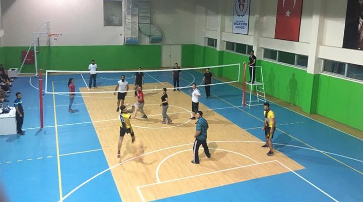 Yüksekova'da voleybol turnuvası düzenlendi