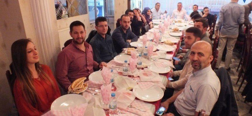 Okul aile birliğinden ticaret lisesi öğretmenlerine iftar yemeği