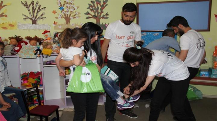 Şemdinli'de 150 Öğrenciye Bayram Hediyesi