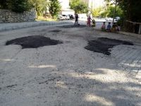 Hakkari'de asfalt ve yol onarım çalışmaları sürüyor