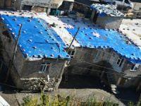 Kerpiç evlerin damı böyle korunuyor!