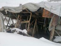 Karda çatıları çöken aile yardım eli bekliyor