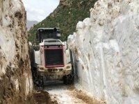 Bilmizit Yaylası'nda karla mücadele çalışması