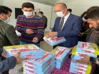Esendere Belde Belediyesi öğrencilere kitap dağıttı